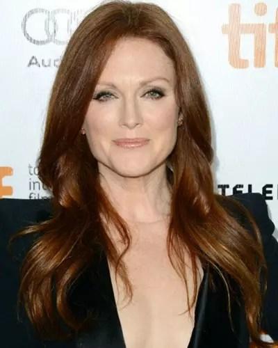 Os cabelos longos e ruivos da atriz Julianne Moore, 55 anos