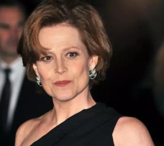 A atriz Sigourney Weaver na onda do curto
