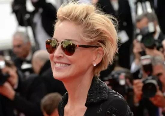 Sharon Stone usando cabelo prático