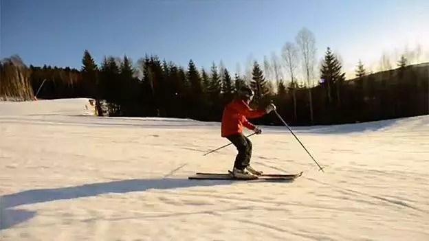 Na neve, praticando um de seus esportes favoritos