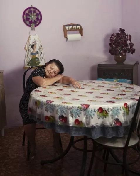 Maria Juvencia de Melo, 'Marianinha', 65 anos, 1,20m. Trabalhou na roça até os 62 anos. Hoje borda, pinta, faz almofadas