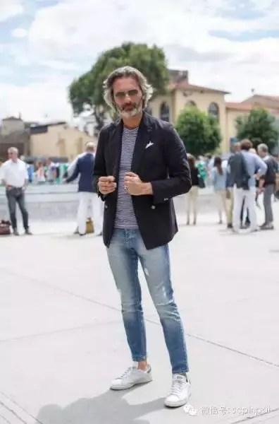 Um traje bem esportivo: blazer e calça jeans