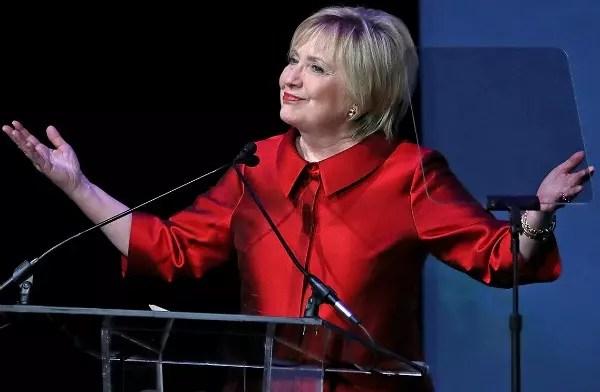 A -ex candidata democrata a presidente dos Estados Unidos tem feito discursos para mulheres
