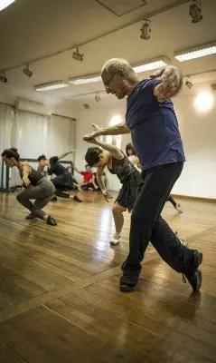 Mestre. Jean Marie Dubrul em sua aula de balé clássico na Sauer Danças