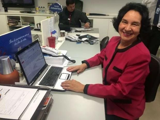 Aos 68 anos, ela voltou ao mercado de trabalho como corretora de imóveis - foto: G1