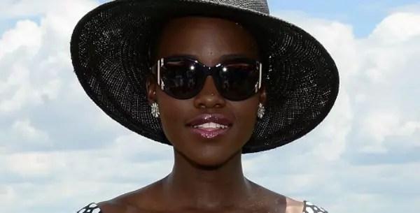 A charmosíssima atriz Lupita Nyongo, do filme 12 Anos de Escravidão