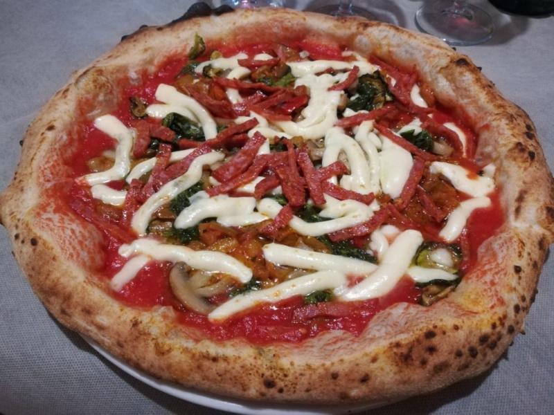 La pizza di Taverna Toti