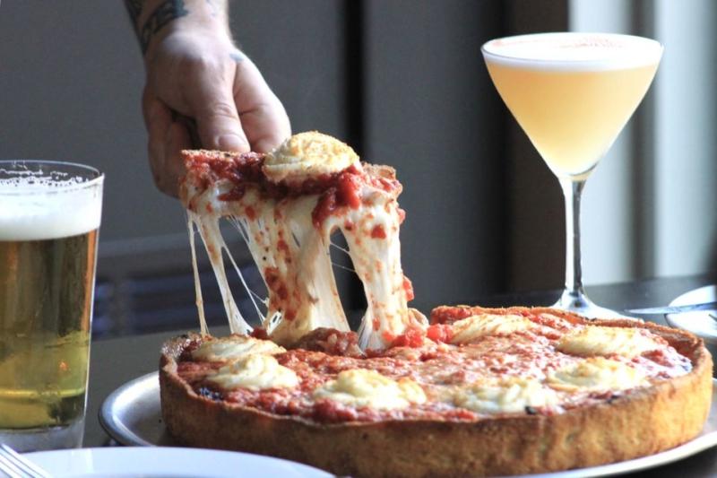 La deep-dish pizza di The Star