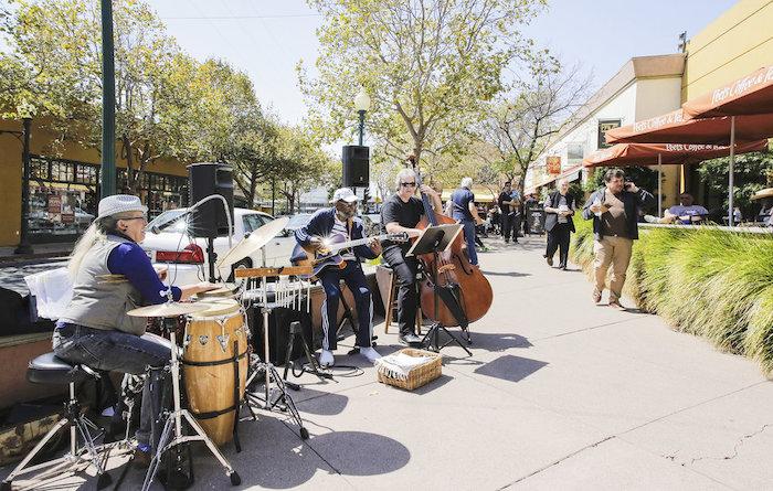 Live music on Fourth Street Berkeley