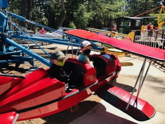 kids riding airplane amusement ride