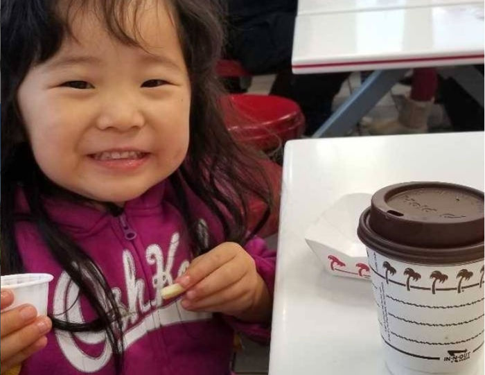 free cocoa for kids at in-n-out