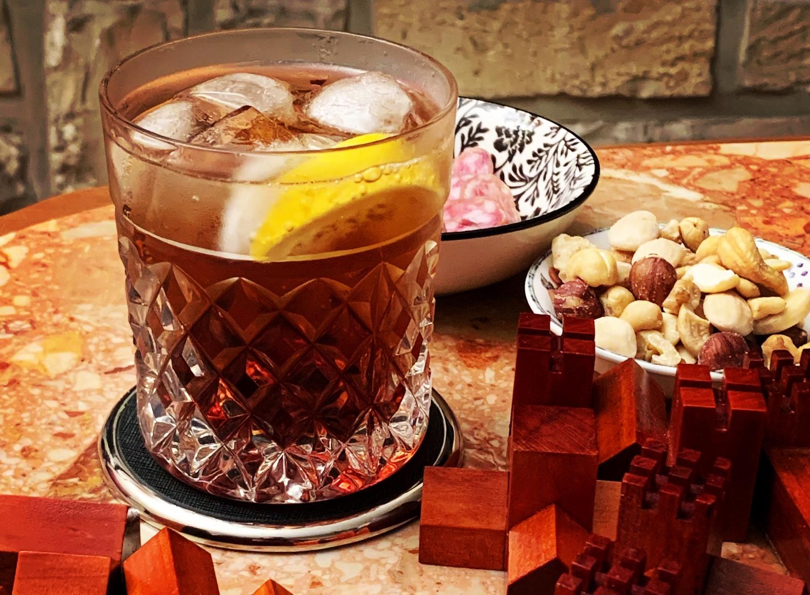 Non-alcoholic vermouth and soda