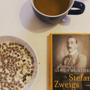 Ich aß Müsli und trank Tee als ich das Buch las.  Instagram