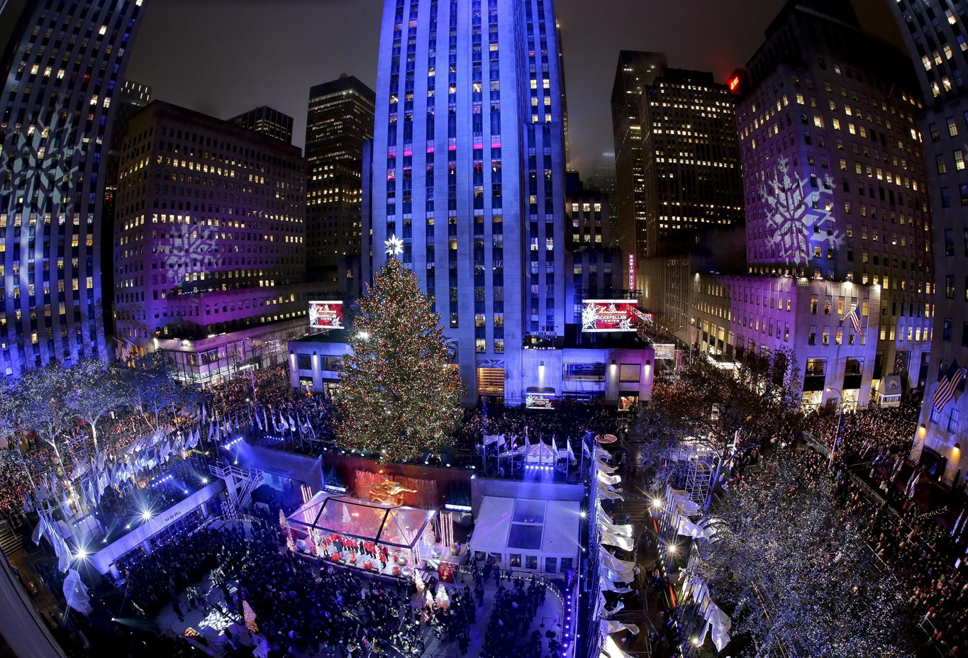 Thousands gather for NYC Rockefeller Center Christmas tree ...
