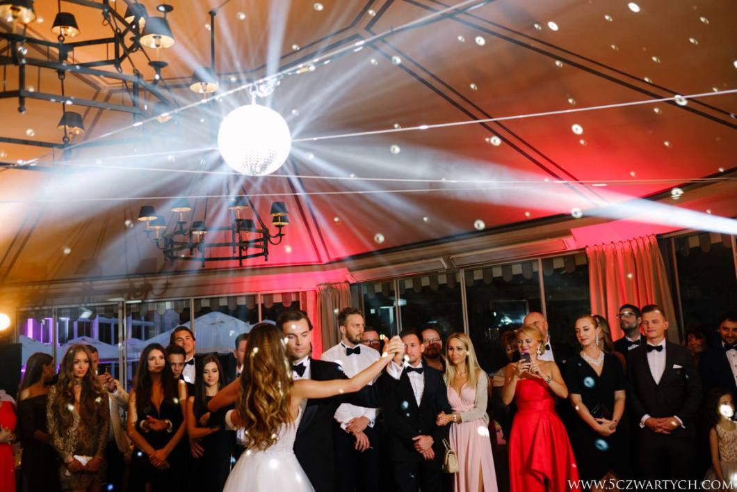 zdjęcia ślubne fotografia ślubna fotograf ślubny 5czwartych przepiękny ślub zjawiskowa Para Młoda przyjęcie weselne Restauracja Belvedere Warszawa wesele Łazienki Królewskie