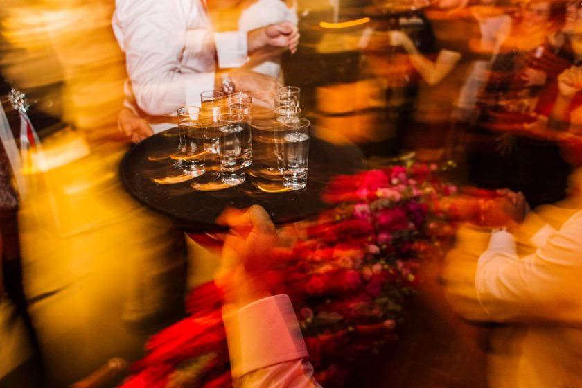 ślub kościelny w plenerze ślub plenerowy przyjęcie weselne wesele ceremonia plenerowa zdjęcia ślubne fotografia ślubna fotograf ślubny reportaż ślubny 5czwartych Warszawa Łódź Wrocław Gdańsk Kraków Opole Wrocław Lublin
