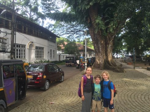 Kochi - kids with their packs