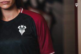 camiseta escudo negra equipación
