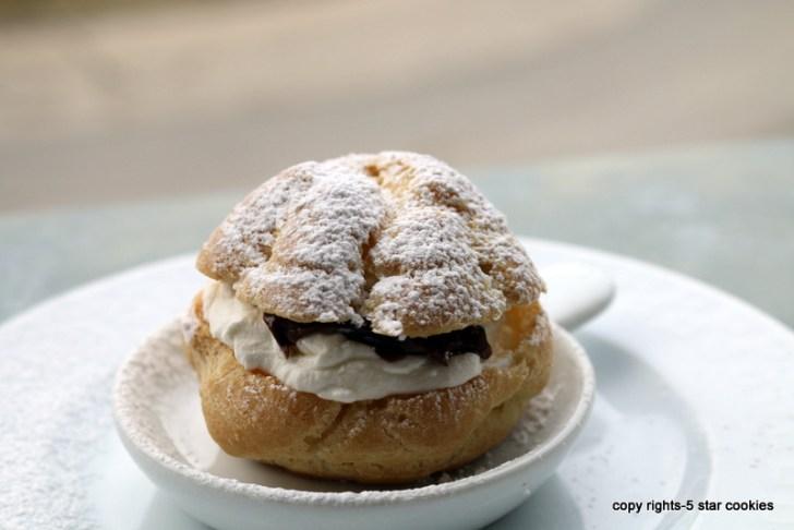 5 star cookies cream puffs icing sugar
