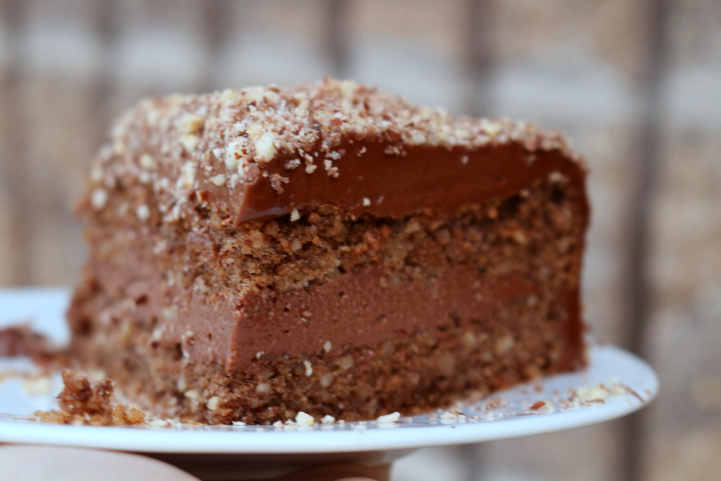 Ferrero Rocher Torte from the best food blog 5starcookies -First Layer cake+Enjoy your Nutella filling