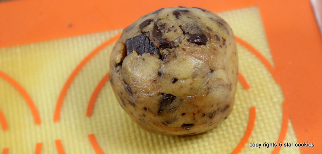 5star chocolate chip cookies from the best food blog 5starcookies-shape each cookie with ice cream scoop