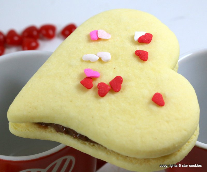 Nutella Valentines Heart from the best food blog 5starcookies-cookies with Nutella filling