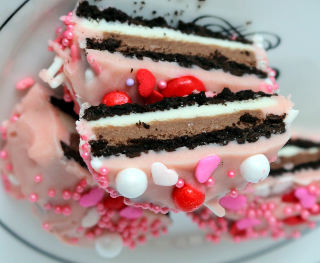 Pink Love Oreo from the best food blog 5starcookies-Make Oreo great again Canada Addition