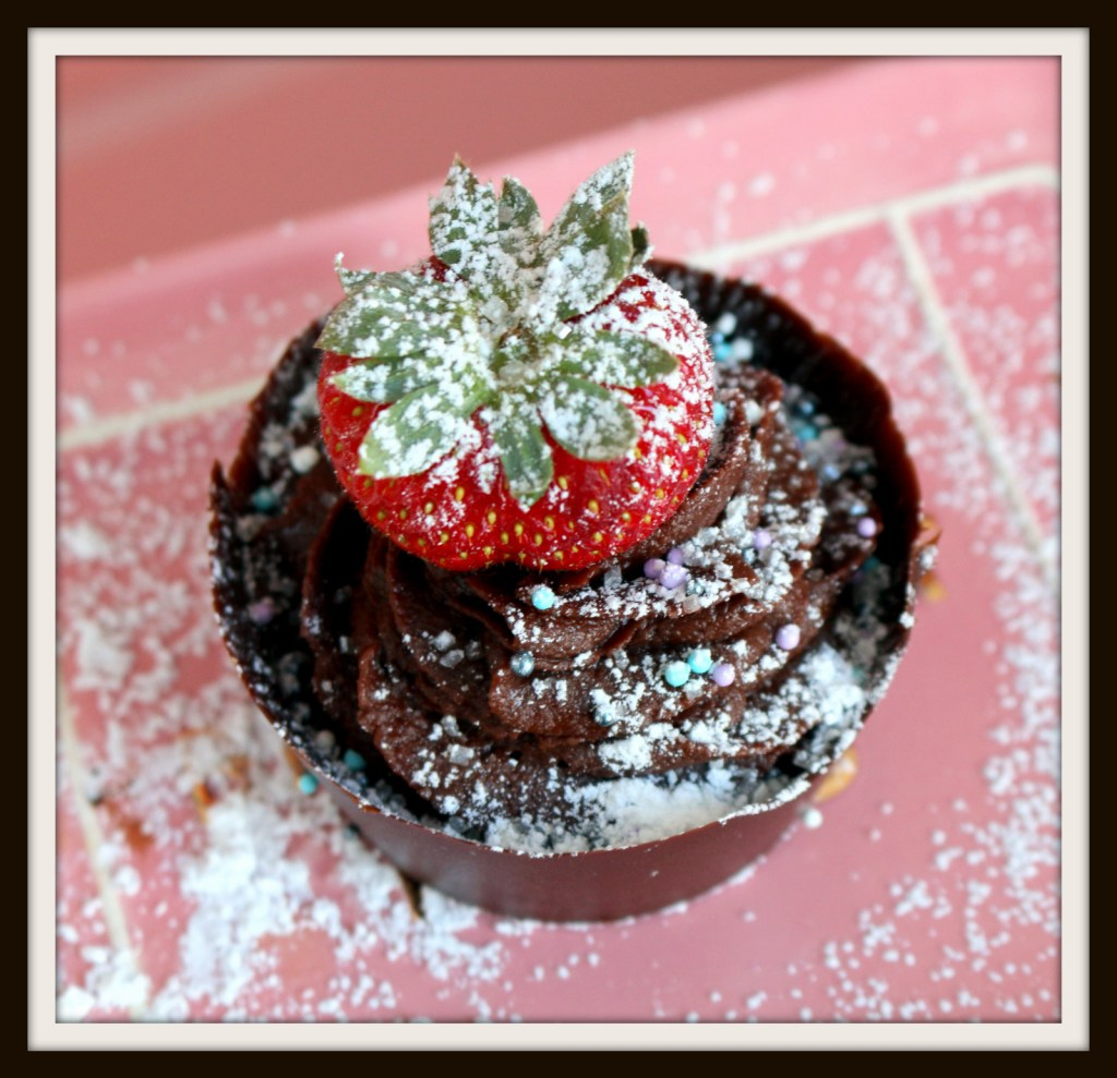 Homemade chocolate cups from the best food blog 5starcookies-easy recipe to make with your kids