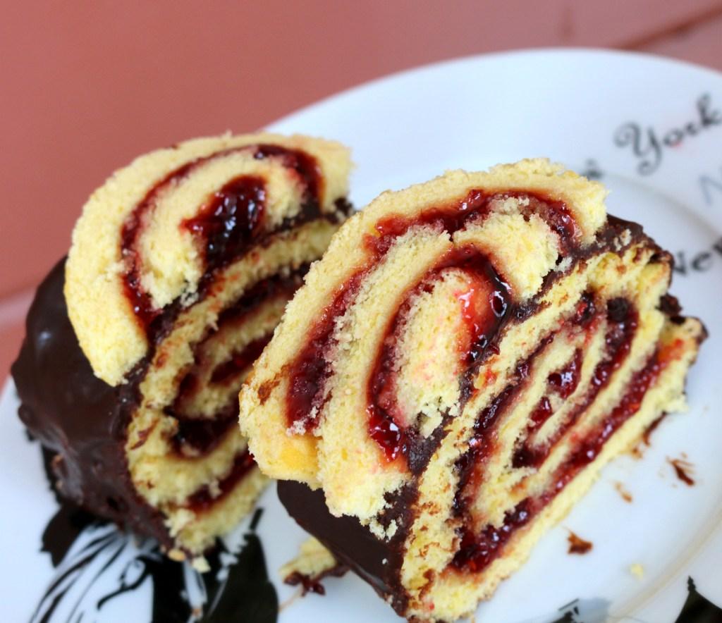 Raspberry Roll Cake – Winter Joy from the best food blog 5starcookies
