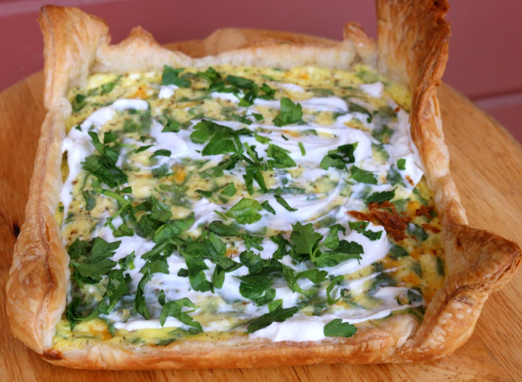 Ricotta and Spinach Quiche from the best food blog 5starcookies - Top with sour cream and minced Italian parsley