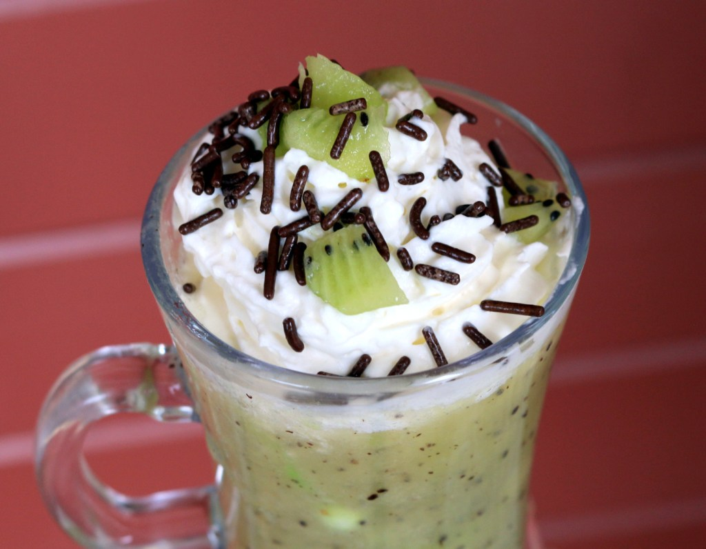 pear kiwi drink or endless youth drink from the best food blog 5starcookies-light and refreshing drink