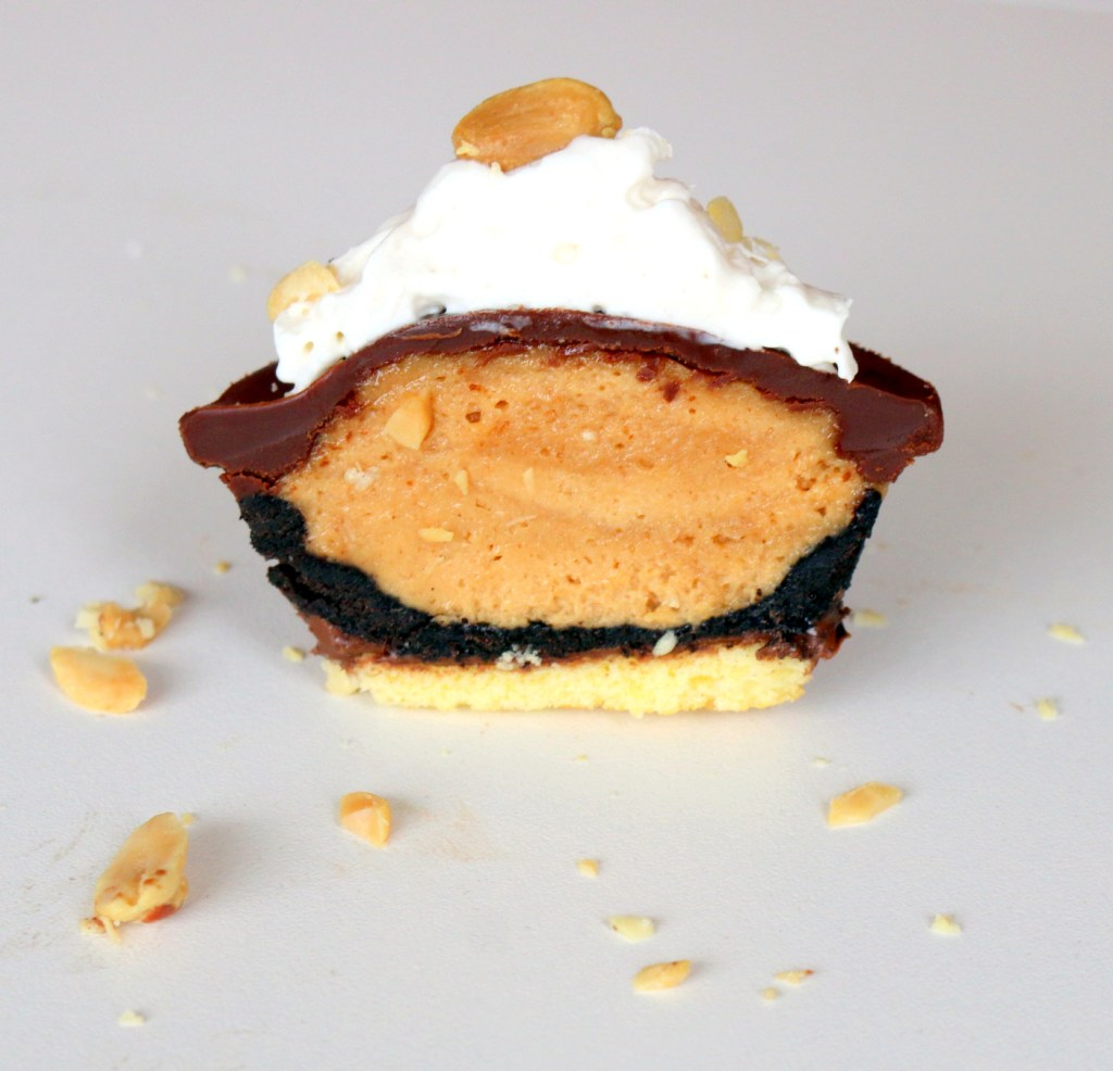 Peanut butter Oreo Mini pie from the best food blog 5starcookies-be kind and share this mini peanut butter Oreo pie with all your family and friends