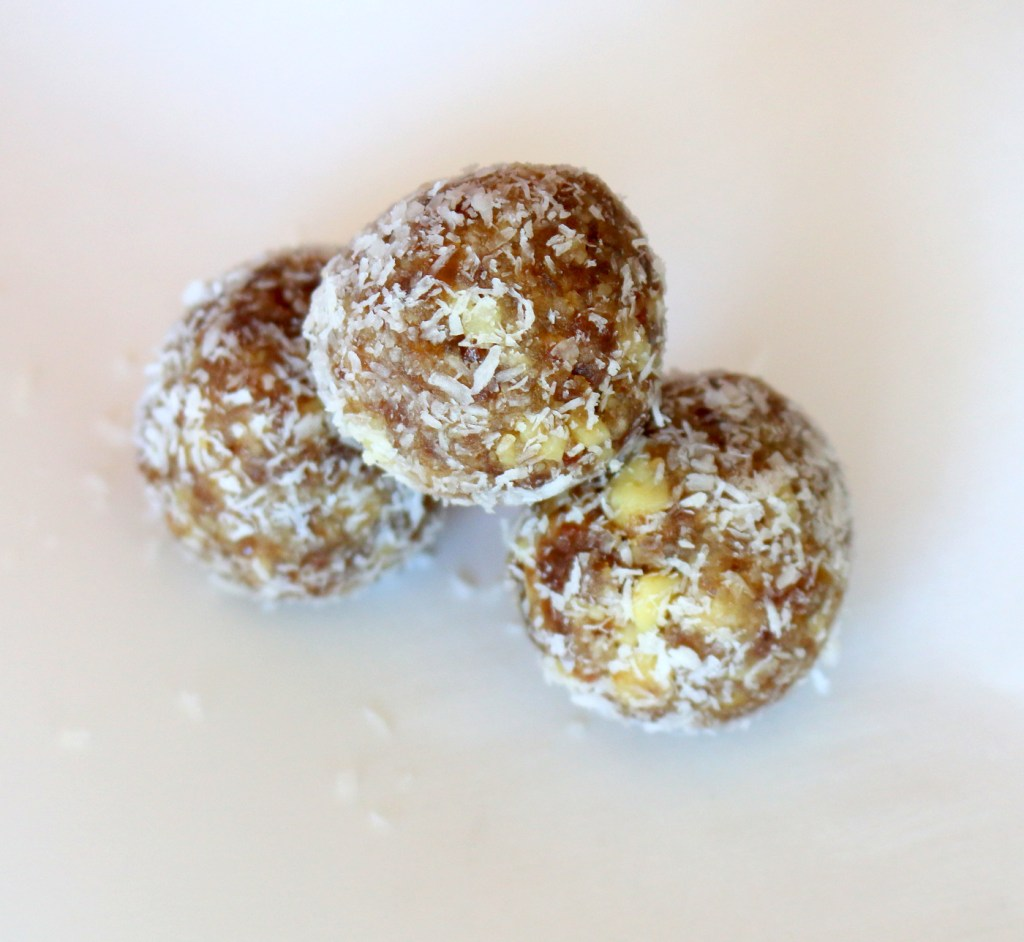 Walnut Date Coconut Bites from the best food blog 5starcookies - easy and healthy recipe for YOU