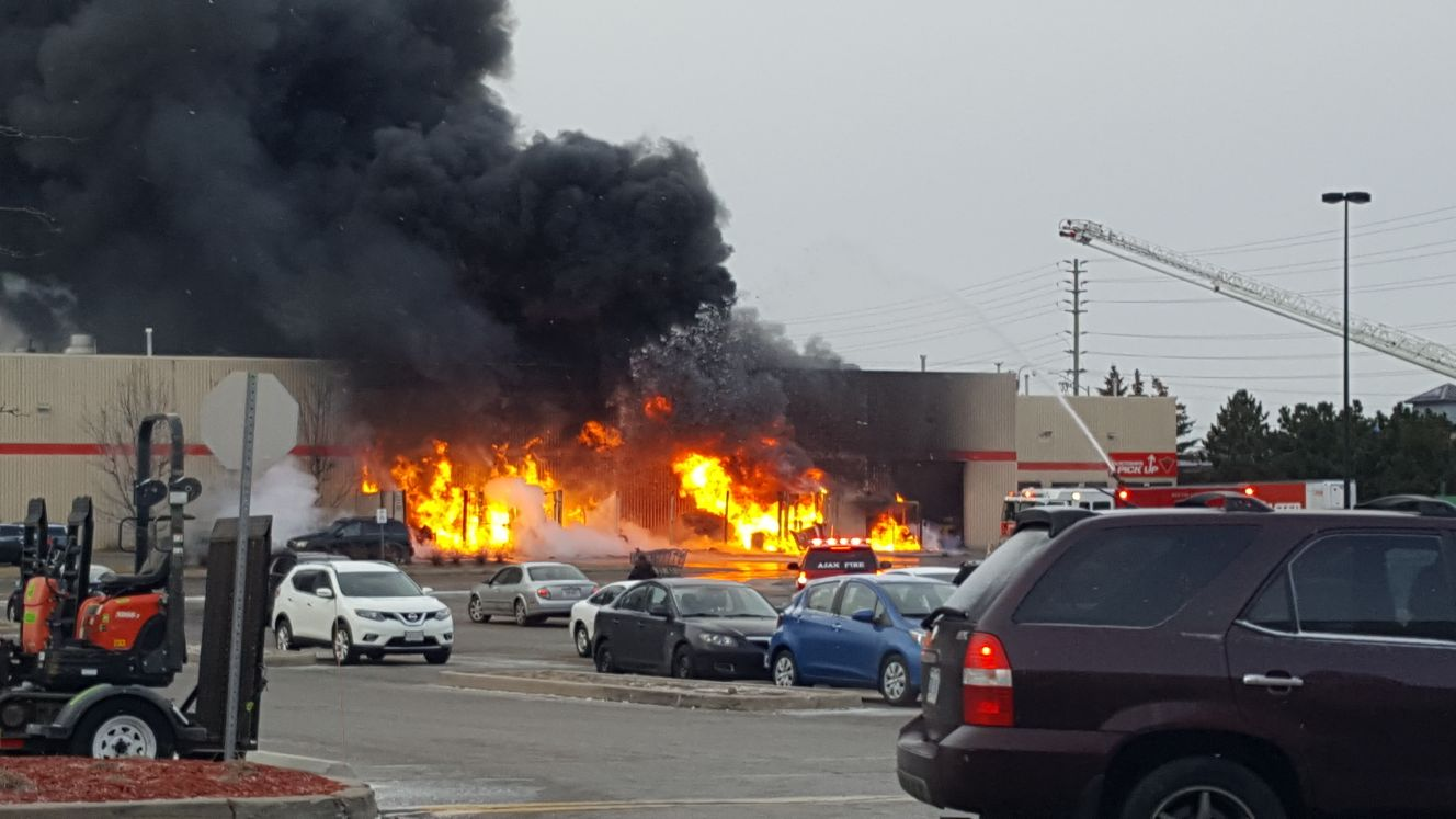 charleston super sofa fire audio fusion 3 seater with chaise man charged after at canadian tire store in ajax ...