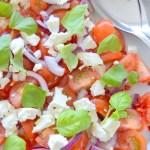 Tomatsalat med feta og chili   6pm.dk