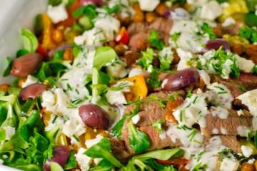 Salat med grillede grøntsager og ranch dressing | 6pm.dk