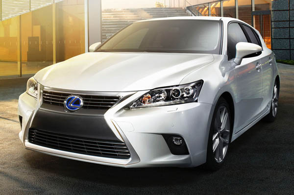 2014-Lexus-CT-200h-front-view