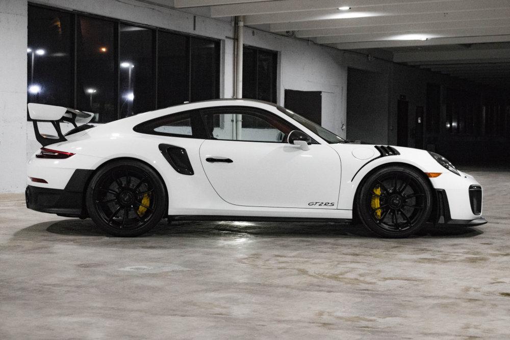 Porsche 911 GT2 RS Side