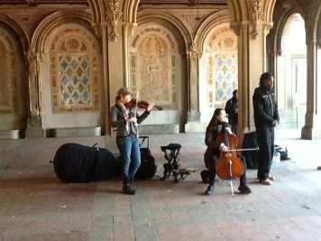 """Vários artistas se apresentam """"de graça"""" no Central Park, NYC."""