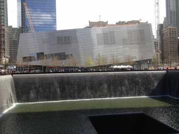 Uma das piscinas onde ficava uma das Torres Gêmeas, Memorial WTC.