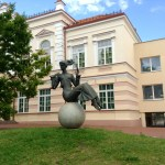 Modern public sculpture on Vilniaus ('Girl with Little pipe')