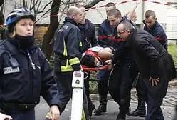 Эвакуация раненого в теракте в Париже