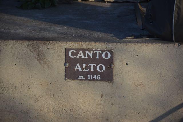 1.146 Meter über dem Meeresspiegel auf dem Gipfel des Canto Alto