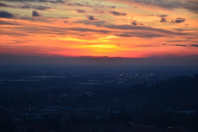 Sonnenuntergang über Bergamo