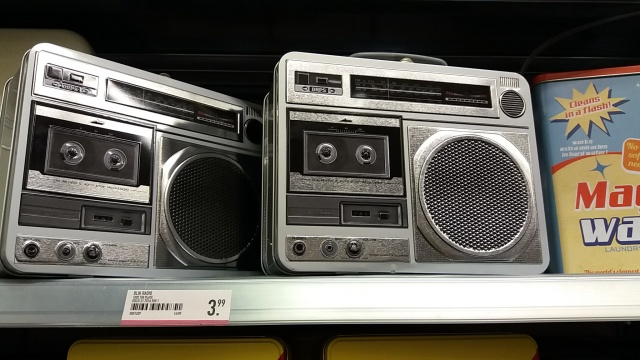 lunchbox boombox 80s straat