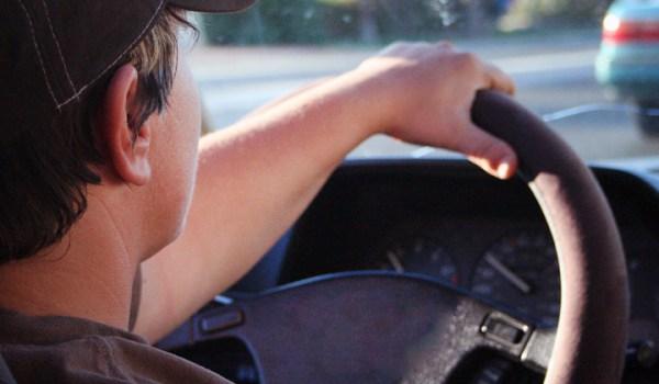 Conductores pueden utilizar licencia extranjera durante 6 meses más