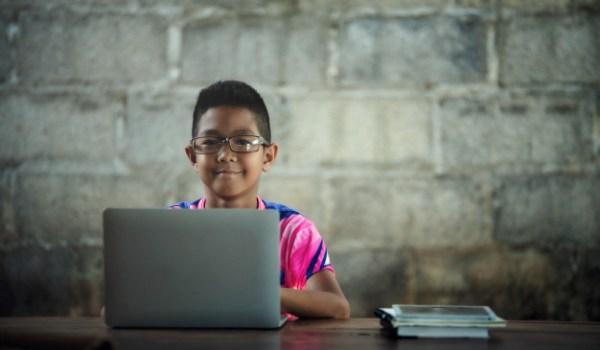 Más estudiantes del MEP contarán con conectividad y dispositivos de acceso para clases virtuales