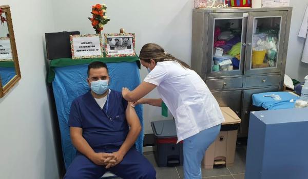 Costa Rica seguirá vacunando grupos vulnerables mientras Pfizer retoma envíos a mediados de febrero