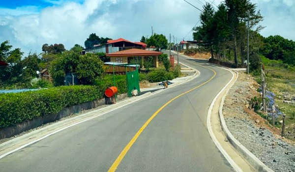Firmada ley que autoriza a CONAVI intervenir rutas cantonales
