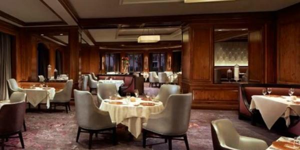 8b Grand Hotel Escape